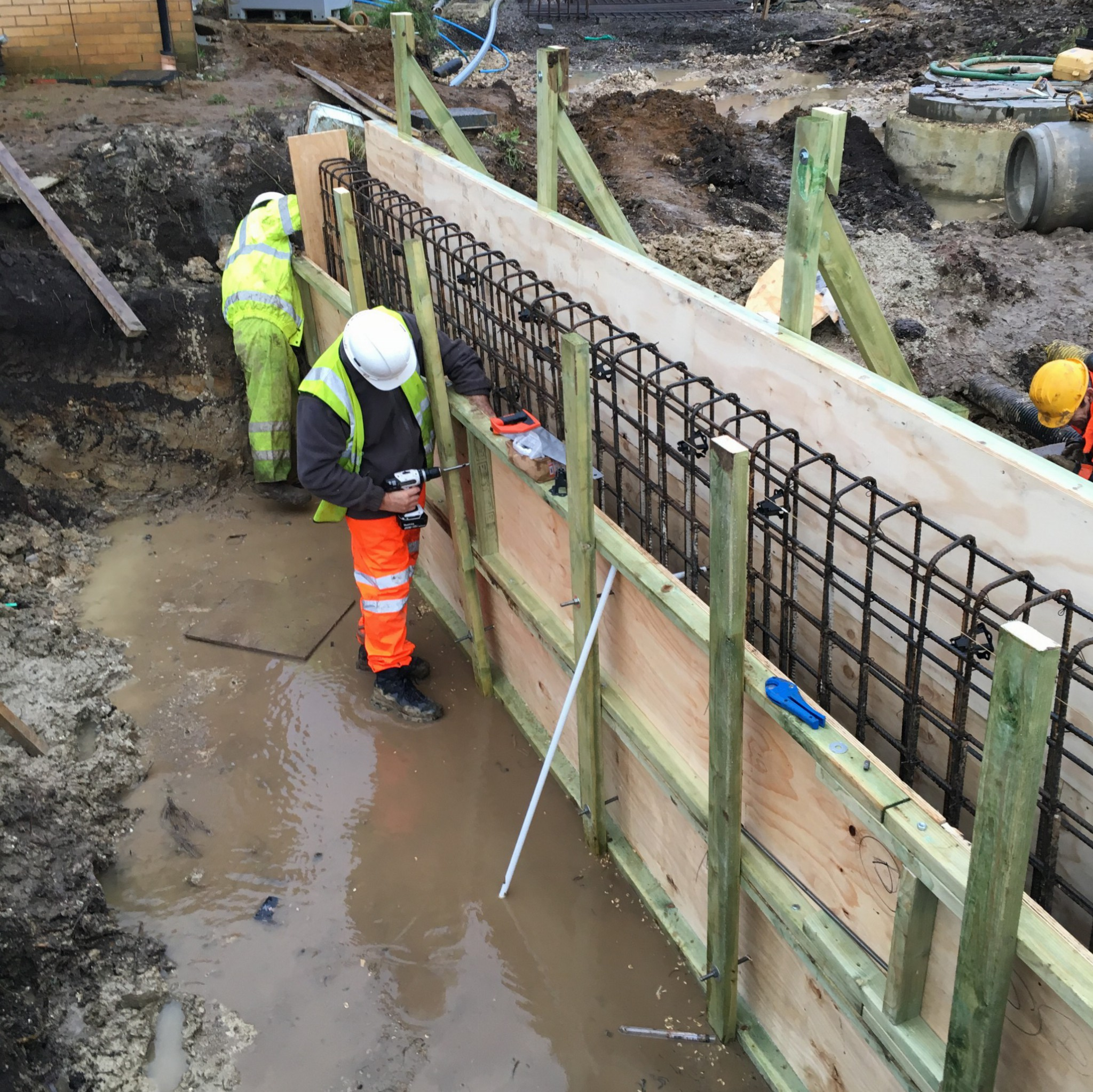 Concrete head walls culverts tyrrell contractors for Cleaning concrete walls